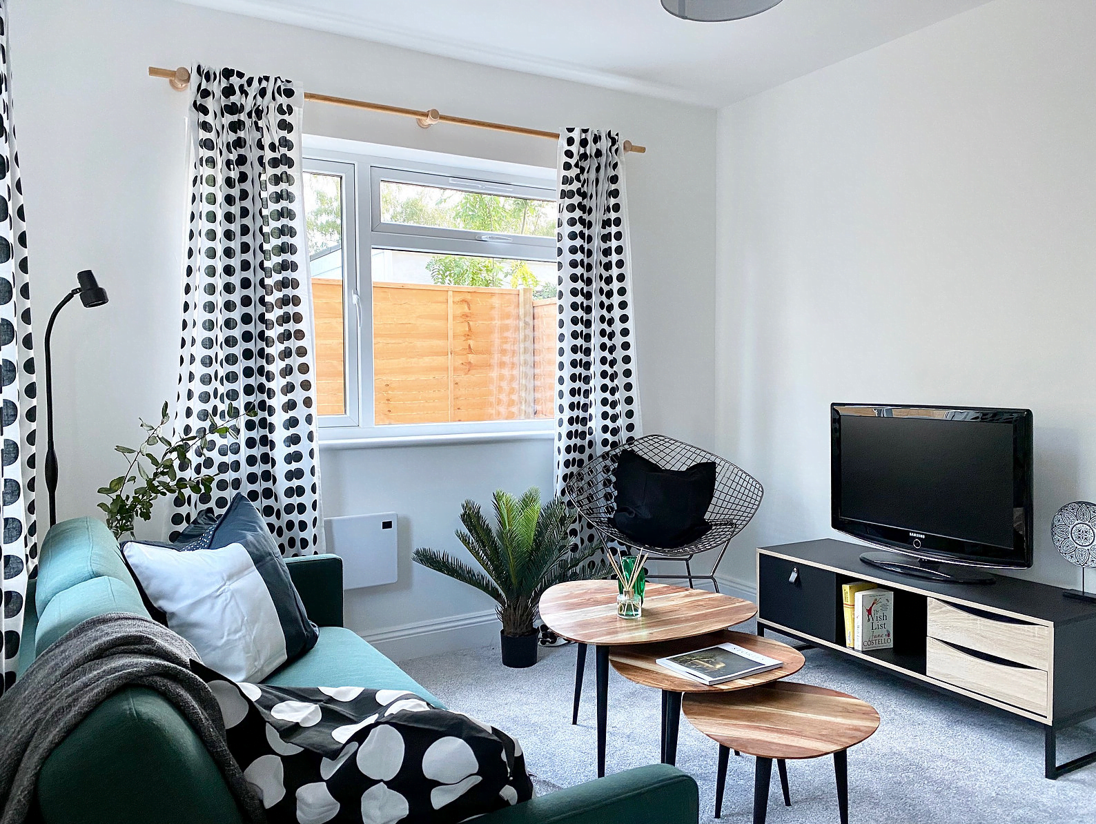 Contemporary One Bedroom End Terrace House